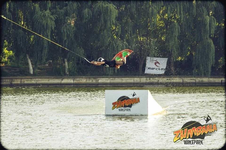 Practica wakeboardingul la Zumbaala Wake Park